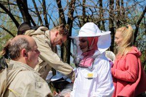 Przygotowanie strojów pszczelarskich